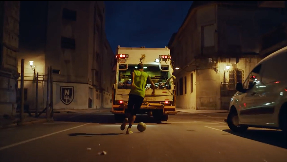 Nike-Rubbish-Truck